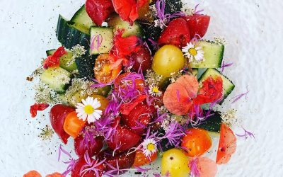Zomersalade met bloemen